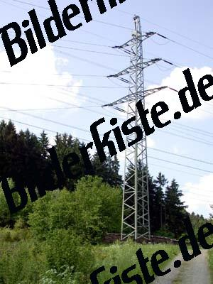 Strommast am Wegrand