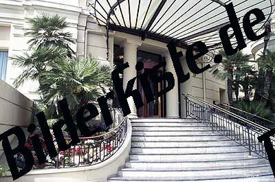 Treppe zum Hoteleingang