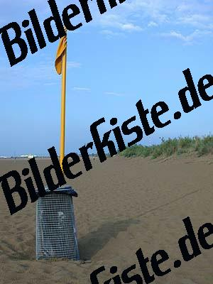 Muelleimer am Strand
