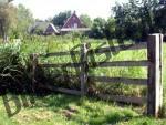 Holzzaun vor Haus