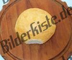 Broetchen auf Holzbrett