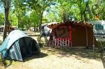 Zelte und Fahrrad