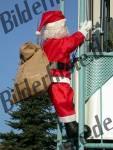 Weihnachtsmann am Balkon